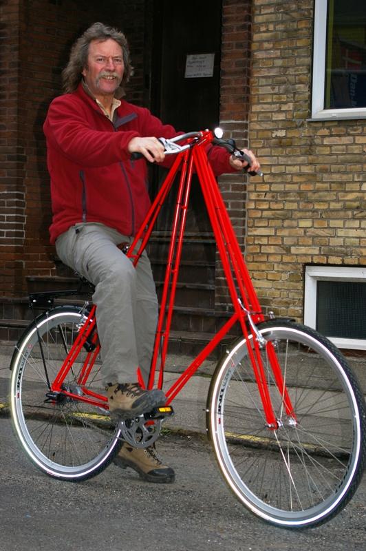 Hjælpemiddelbasen - Mr. Pedersen 2-hjulet cykel fra Dan-Kunst Copenhagen