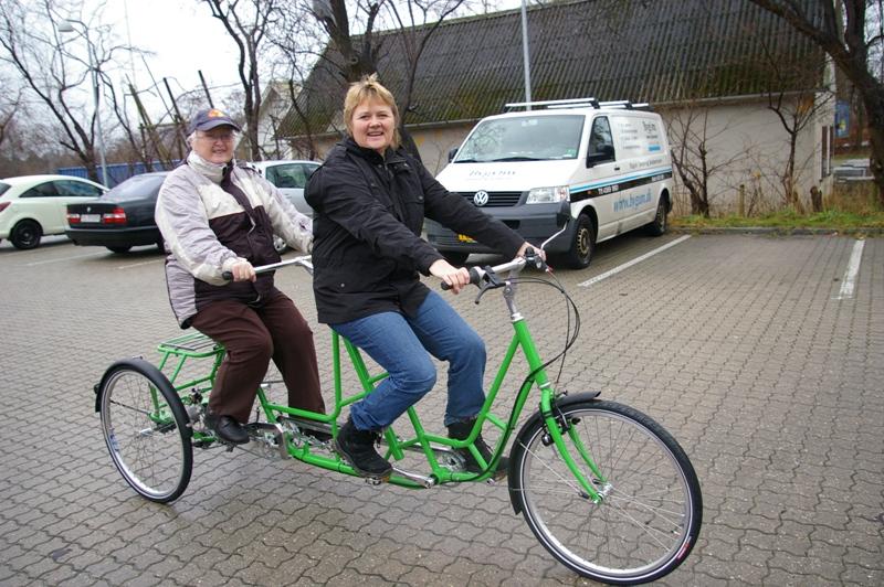 Hjælpemiddelbasen - Mr. Pedersen 3-hjulet handicaptandem cykel voksenmodel. fra Dan-Kunst Copenhagen