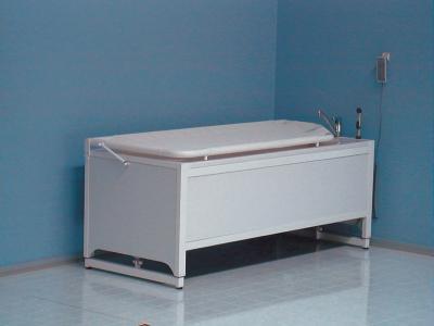 flytbart badekar Hjælpemiddelbasen   Badekar, højderegulerbart (elektrisk) fra  flytbart badekar