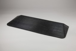 Threshold ramps in rubber with sloping edges